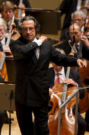 Muti-in-concert-with-Chicago-Symphony-photo-by-Todd-Rosenberg